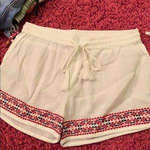 Pants - Elan white beach shorts with Aztec pattern